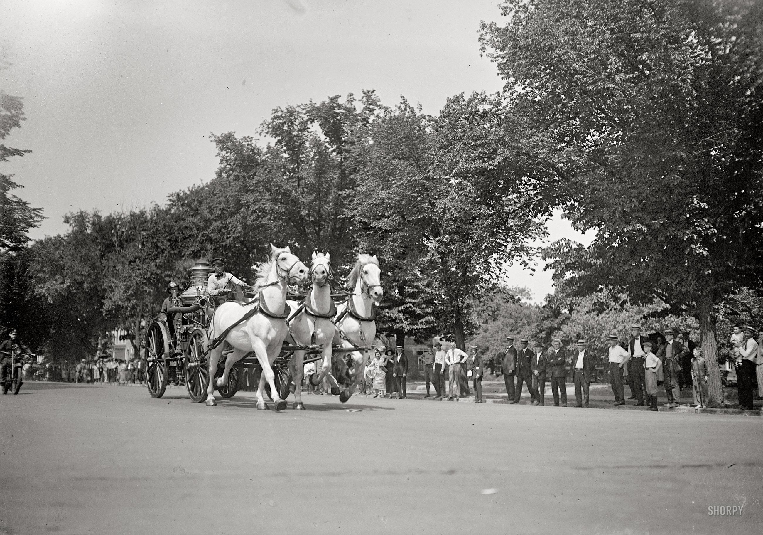 1925. Washington. Utoljára fut Barney, Gene és Tom, tűzoltófogattal. Helyüket gépkocsik veszik át..jpg