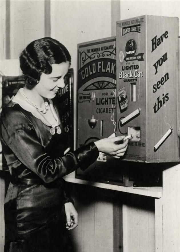 1930. Cigaretta-automata. A cigarettát egyesével adagolta és meggyújtva lehetett kivenni belőle..jpg