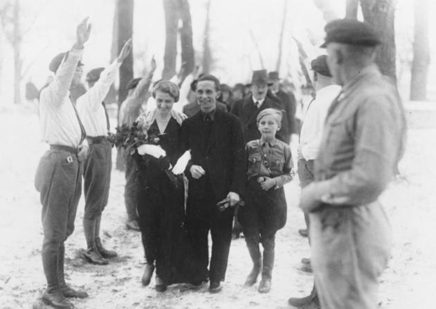 1938. Joseph Göbbels esküvője. A tanúja Adolf Hitler volt..jpg