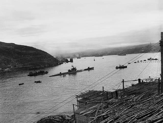 1945. Magát megadó U-190-es német tengeralattjáró érkezik Új-Foundlandra (CAN). 1947-ben gyakorlat közben kilőtték, mint célpontot..jpg