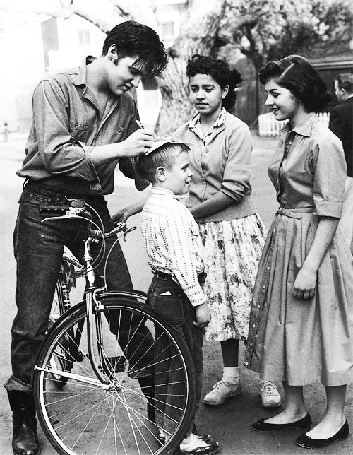 1959. Elvis autogramot ad Németországban..png