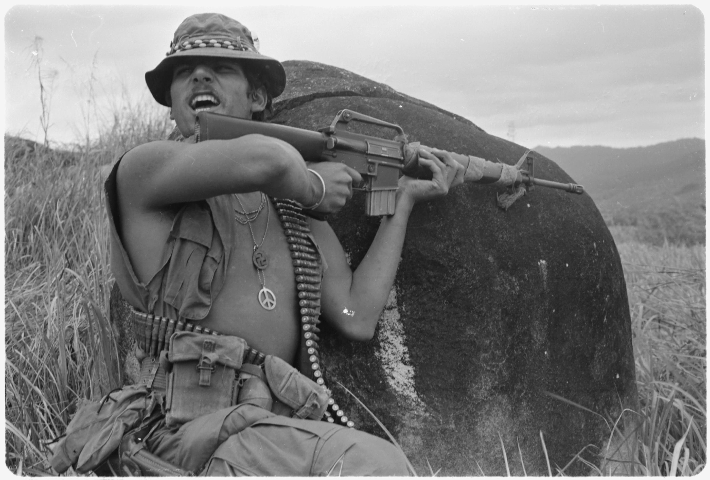 1971. Vietnam. Richard Champion, egy járőrözés során megtámadott csapat szakaszvezetője. Hill 56, 70km-re Chu-Laj-tól..jpg