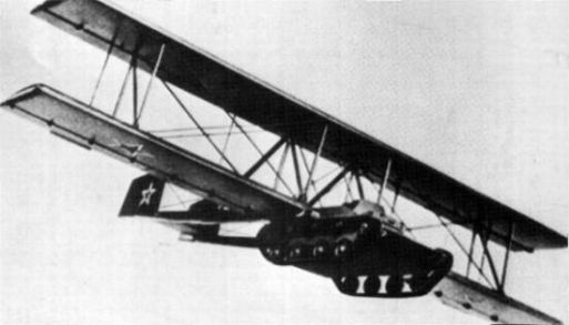 1942. Antonov A40 a repülő tank. A szétszórt partizánalakulatok akarták támogatni vele. Egyetlen példányát építették meg tesztelésre, használhatatlannak minősítették..jpg