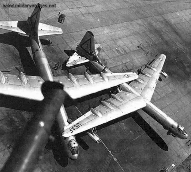 1952. Hihetetlen erejű tornádó csapott le a Carswell Légibázisra. 95 repülőgép rongálódott meg. A szemtanúk szerint a gépek, mint üres tejesdobozok repkedtek..jpg