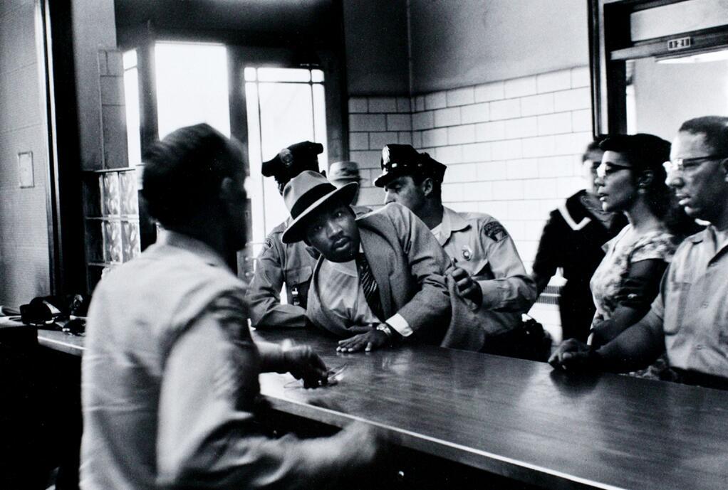 1958. Montgomery, Alabama. Martin Luther Kinget csavargásért letartóztatják..jpg