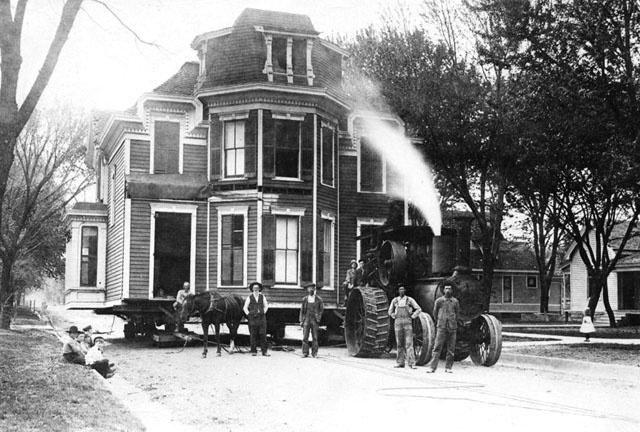 1878. Kansas, Winfield. Házköltöztetés gőzgéppel..jpg