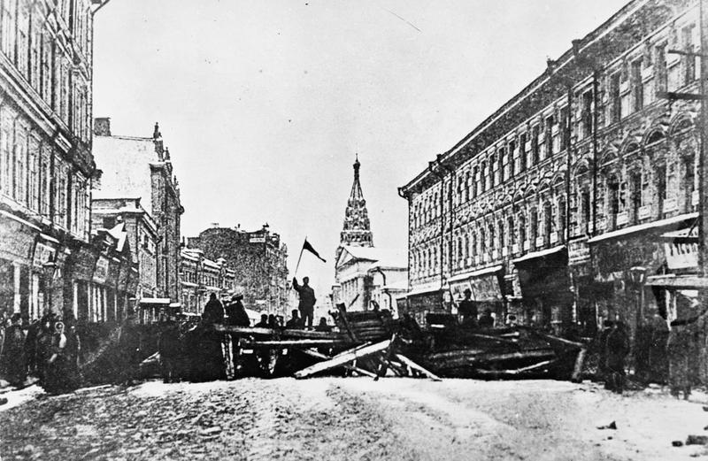 1905. Szentpétervár. Felkelők barrikádja..jpg
