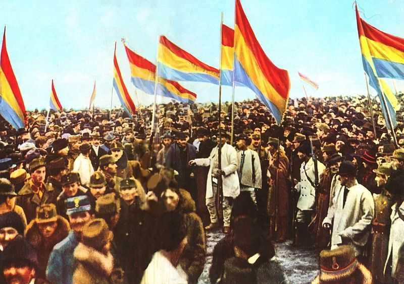 1918. Erdélyi románok, Erdély Romániához csatolását ünneplik..jpg