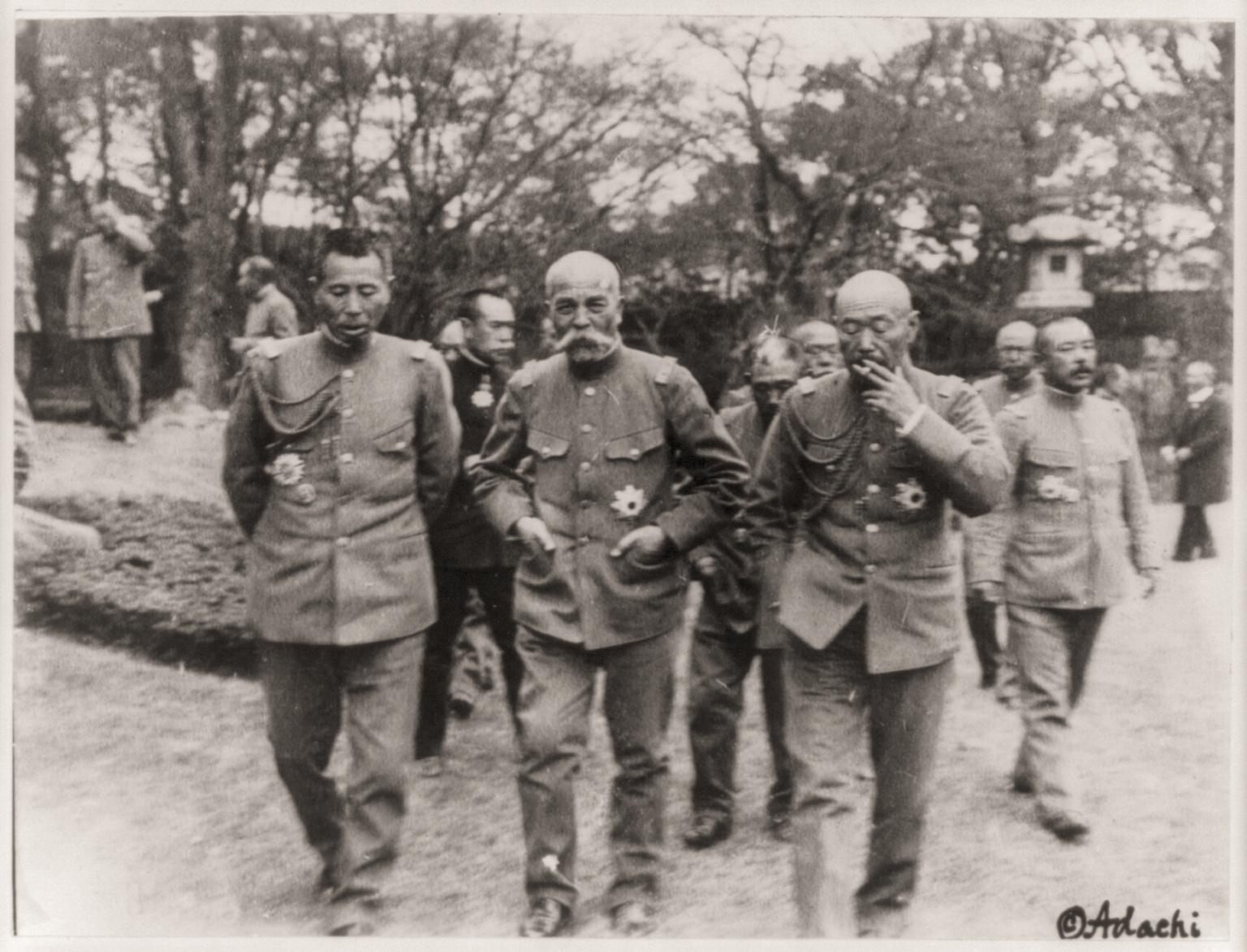 1918. Ken-ichi Oshima tábornok, japán hadügyminiszter, Tanaka és Uehara miniszterekkel.jpg