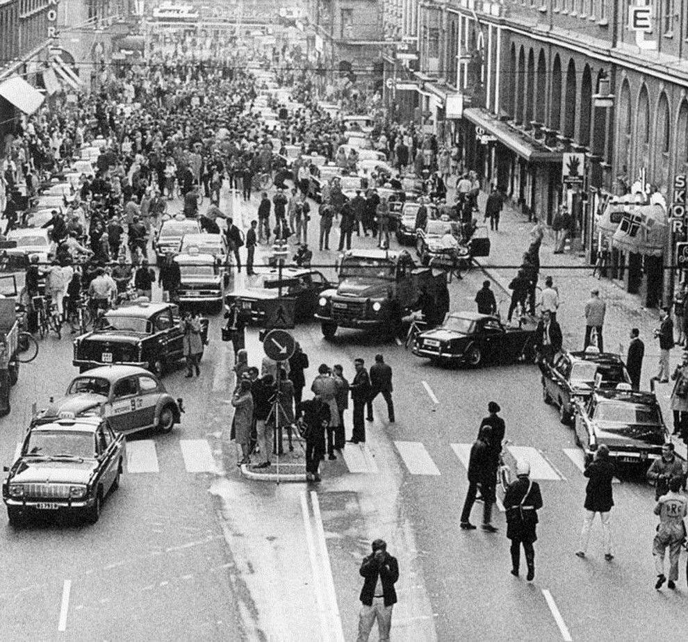 1967. Svédországban 1967-ben tértek át a jobb oldali közlekedésre. A szabályváltozás napján reggel ez történt..jpg