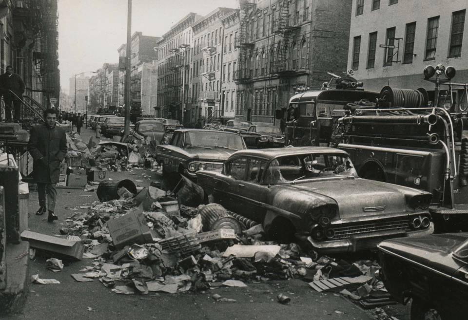 1968. New York-i szemétszállítók sztrájkja. A 9 nap alatt elképesztő mennyiségű szemét gyűlt össze az utcákon..jpg