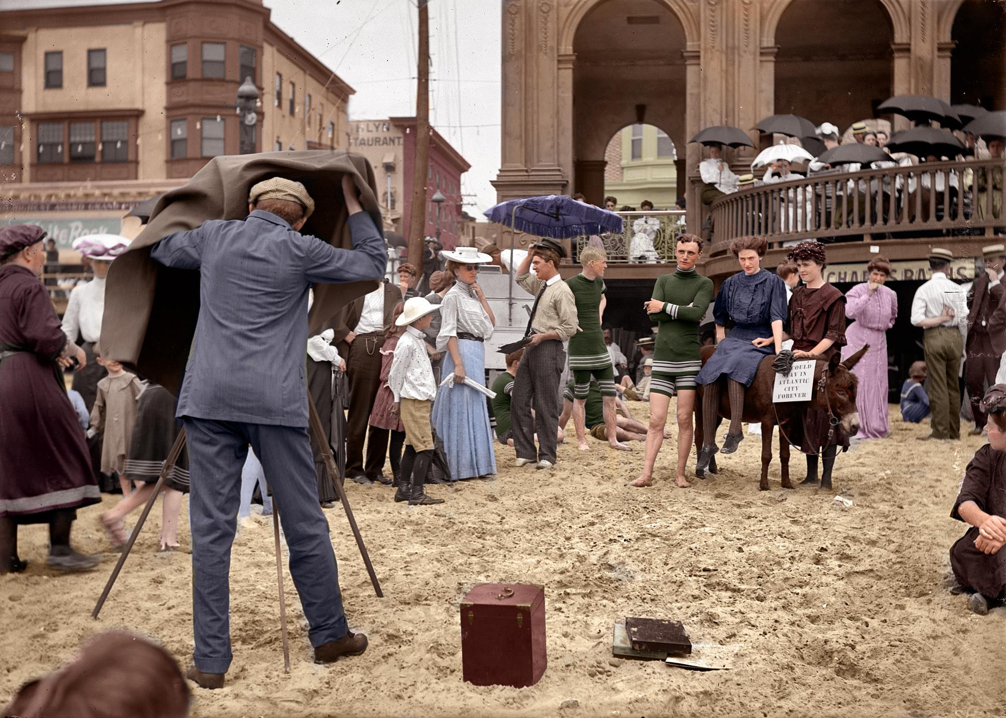 1912. Atlantic City. A híres Boardwalk, vagyis korzó. Photoshoppal színezett és feljavított kép. Stennesrc munkája..jpg