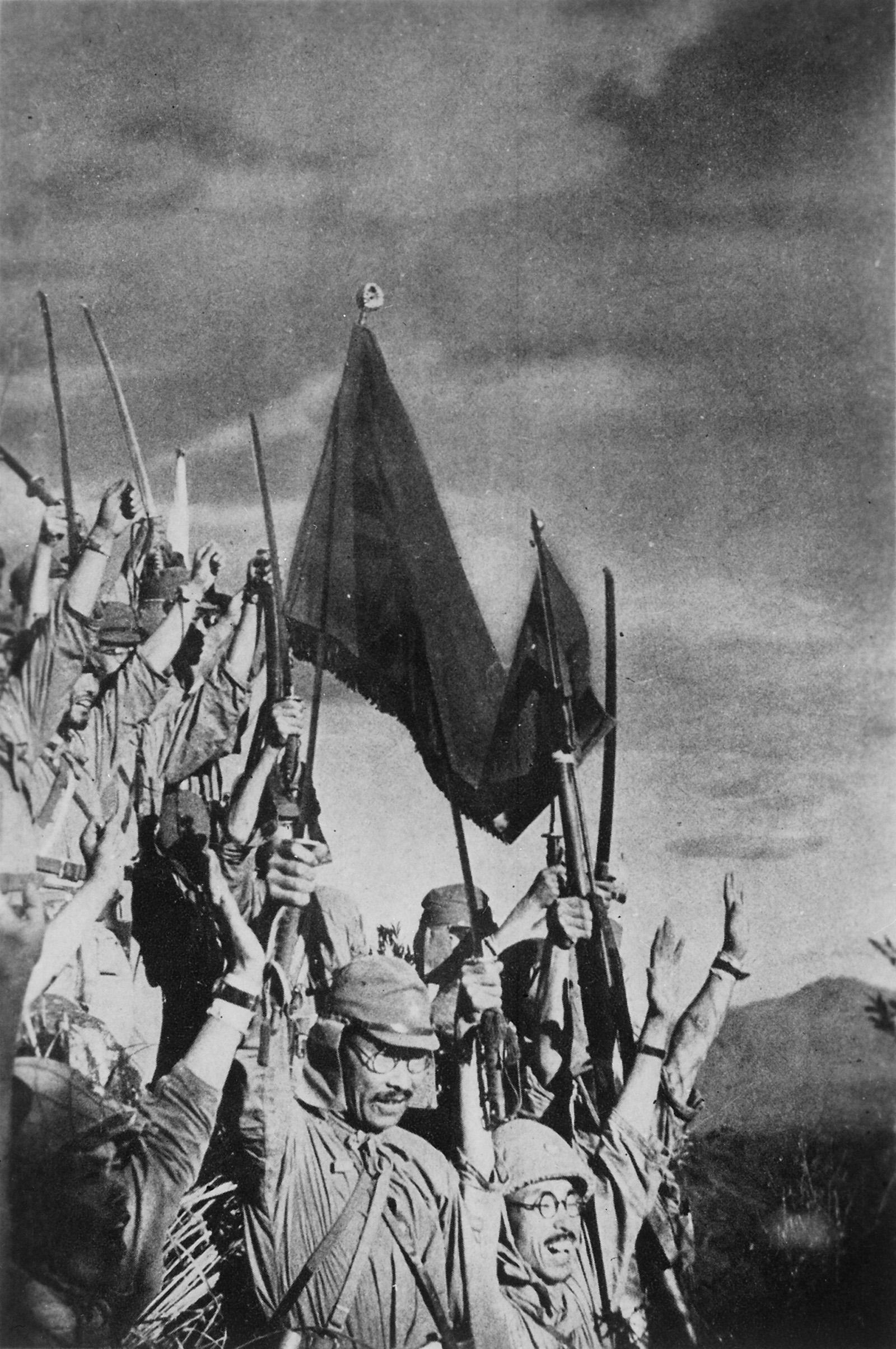 1942. Battan-i győzelmüket ünneplő Japán katonák.jpg