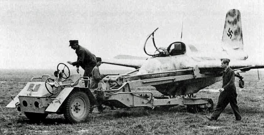 1941. Messerschmidt Me-163 Komet. Az egyetlen valaha hadrendbe állított rakétahajtású vadászgép. 1164 kmh sebességet is képes volt elérni..jpg