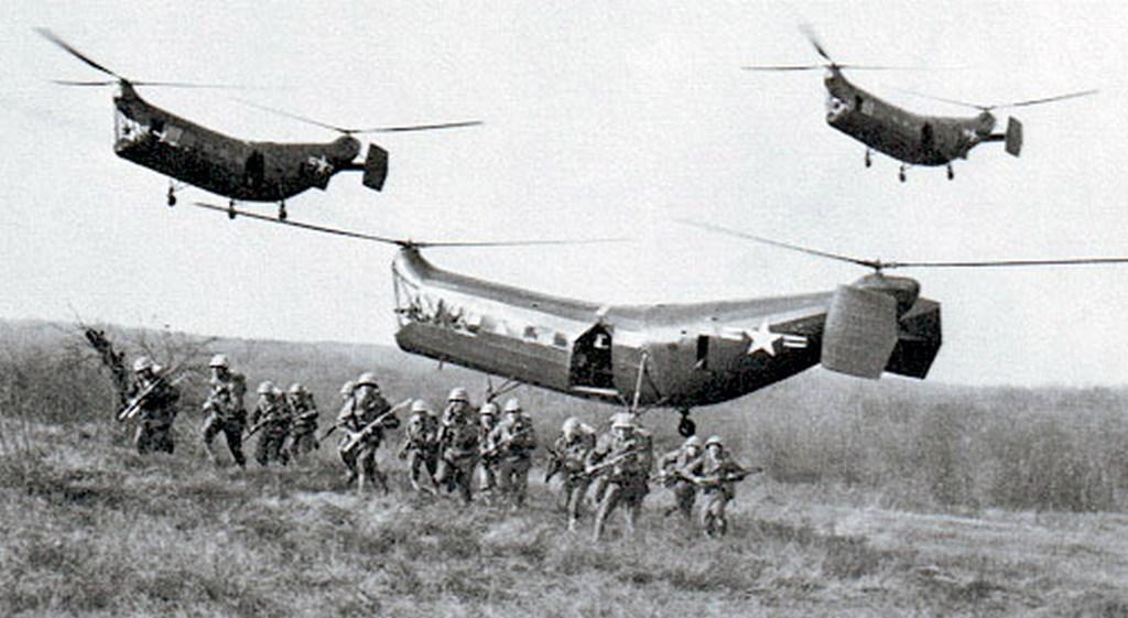1948. Piasecki HRP-1 helikopter avagy a repülő banán. A McDonnel-Dougles gyártotta..jpg