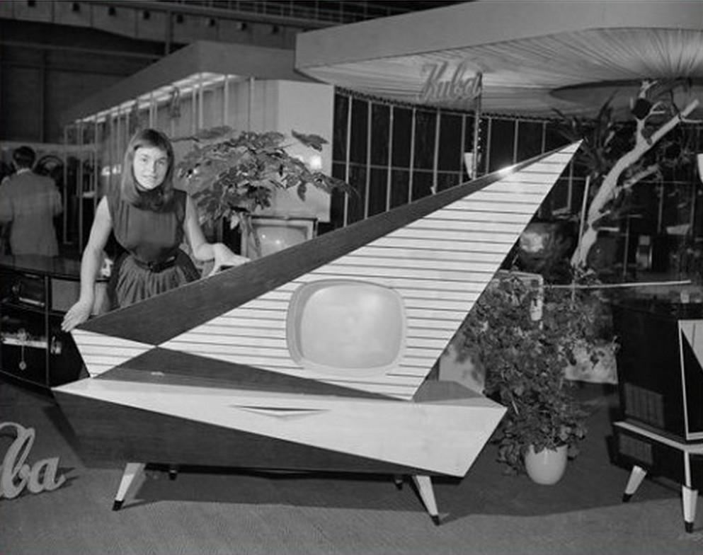 1957. Kuba Komet. Nyugat-német gyártmányú televízió, rádió és lemezjátszó egyben. Láttam élőben, elképesztő..jpg