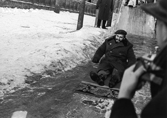 1962. Fidel Castro Moszvában csúszkál..jpg