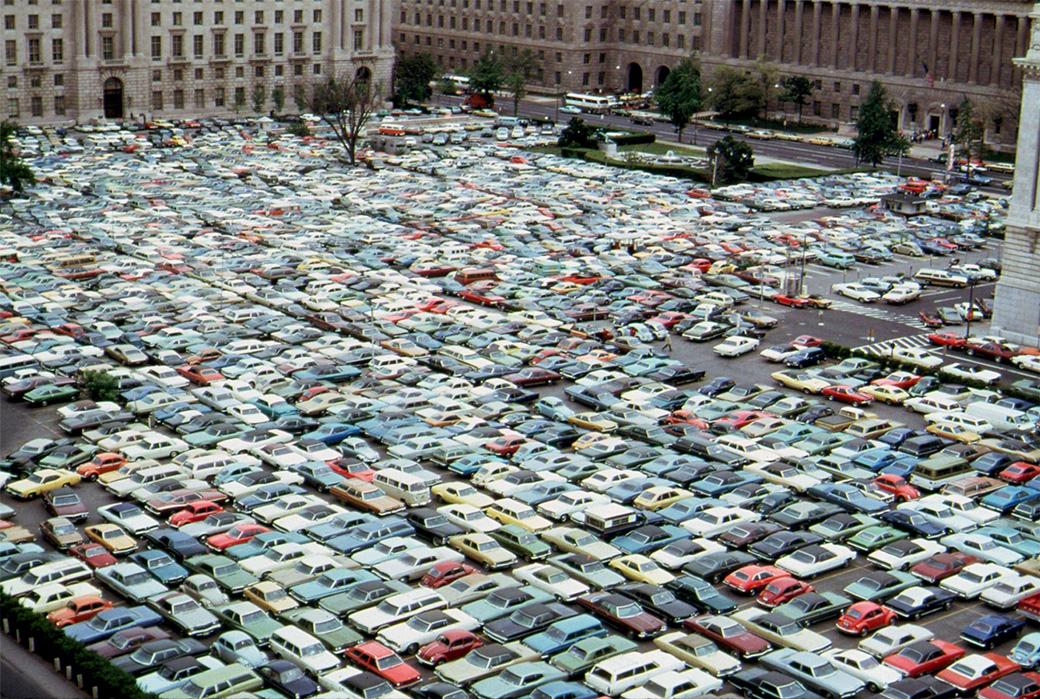 1974. Washingtoni buszvezetők sztrájkja idején megháromszorozódott az autók száma a belvárosban. A parkolókból lehetetlen volt kiállni..jpg