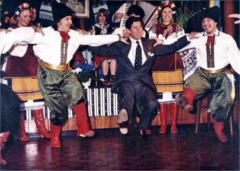 1980. Károly herceg kozák táncot jár a Szovjetunióban (Ukrajna)..jpg