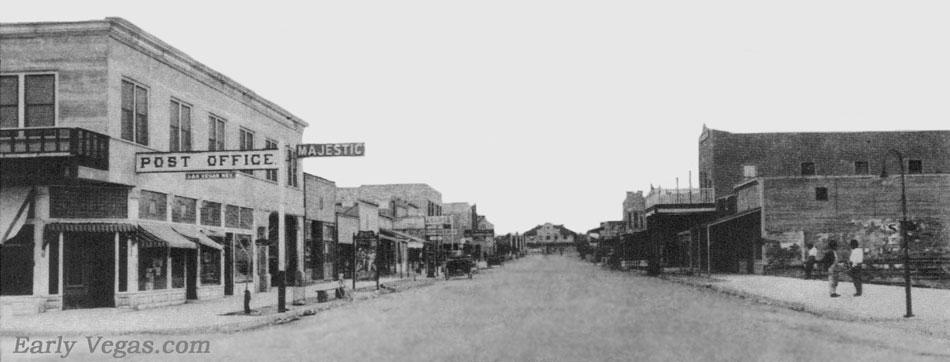 1915. Las Vegas főutcája a szerencsejáték engedélyezése előtti időkben..jpg