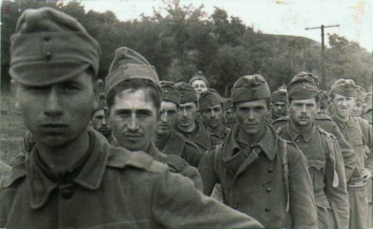 1942. A másodk magyar hadsereg katonái orosz hadifogságban a Donnál..jpg