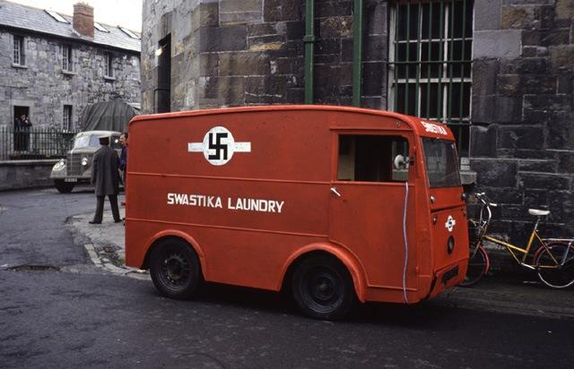 1965. A Swastika Mosoda 1987-ig létezett és a nácik előtt jóval alapították, 1917-ben. A jelkép eredetileg hindu eredetű és a jó szerencse jele..jpg