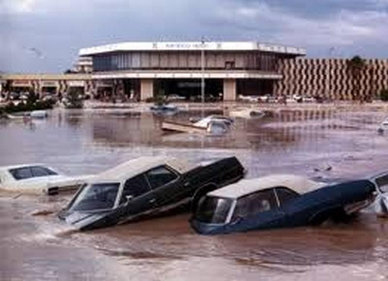1975. Árvíz Las Vegasban. Nevada az államok legszárazabb, sivatagos állama egyébként..jpg