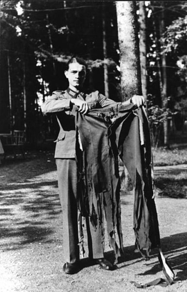 1944hitler-pants_1944.jpg
