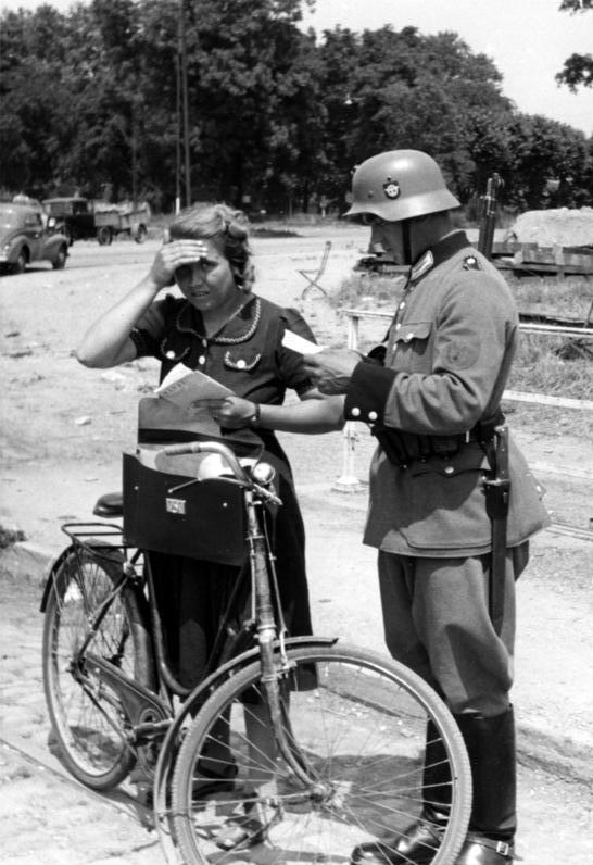 1940. Német útellenőrző pont Strasbourg.jpg