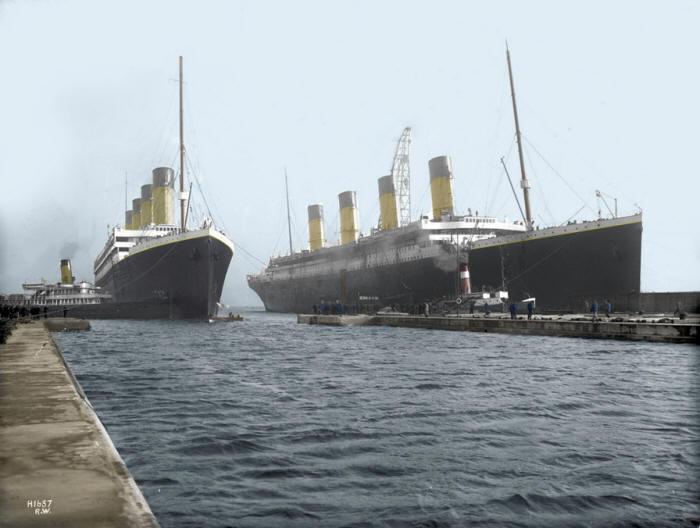 1912. A testvérhajók először és utoljára együtt. Titanic és Olympic.jpg