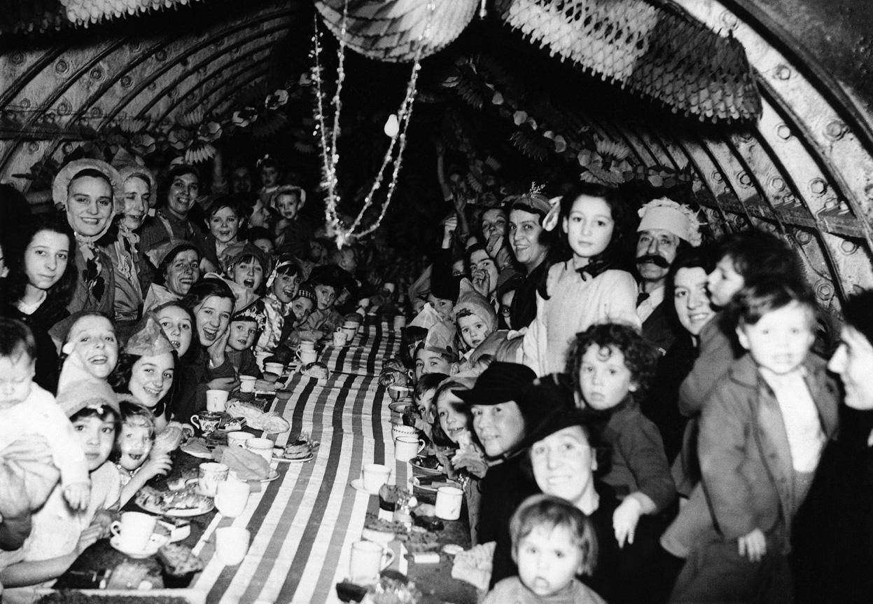 1940. Karácsonya egy földalatti óvóhelyen Londonban.jpg
