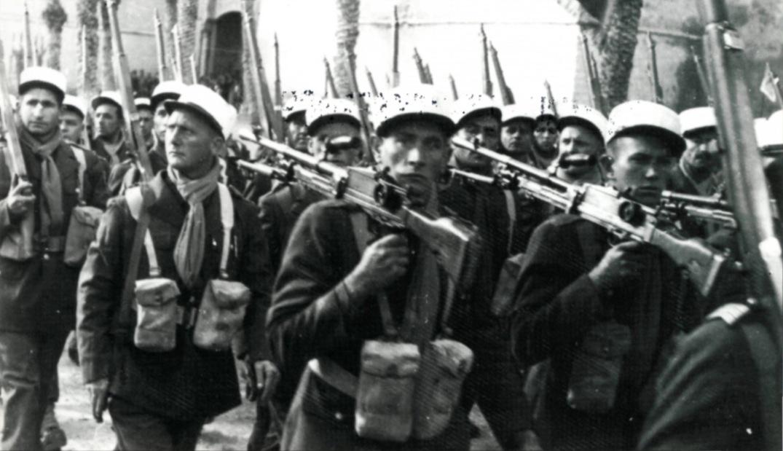 1943. Francia idegenlégió parádéja Tunéziában..jpg