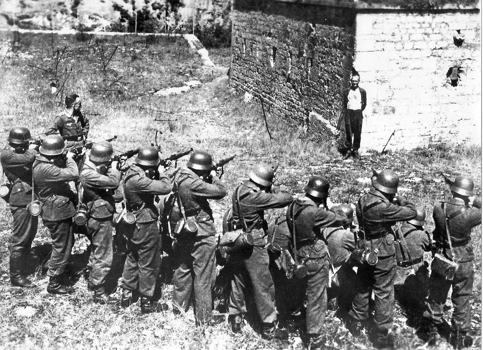 1944. georges blind.jpg