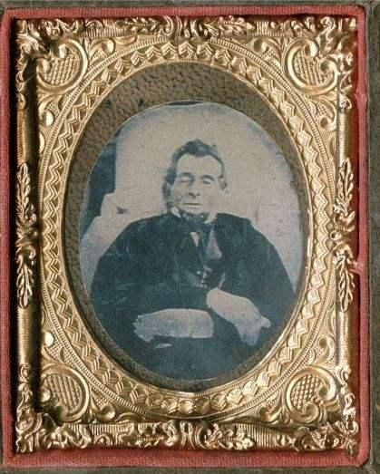 1865. Lincoln a koporsójában.jpg