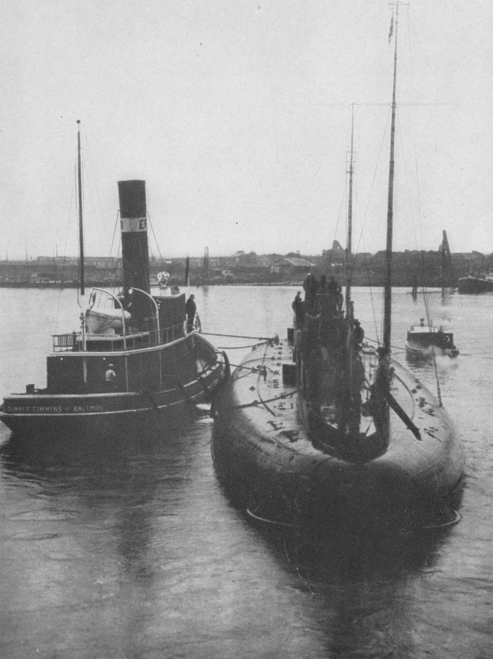1916. Német kereskedelmi tengeralattjáró. Kétszer járt Baltimore-ban a mielőtt háborús célokra kezdték használni..jpg