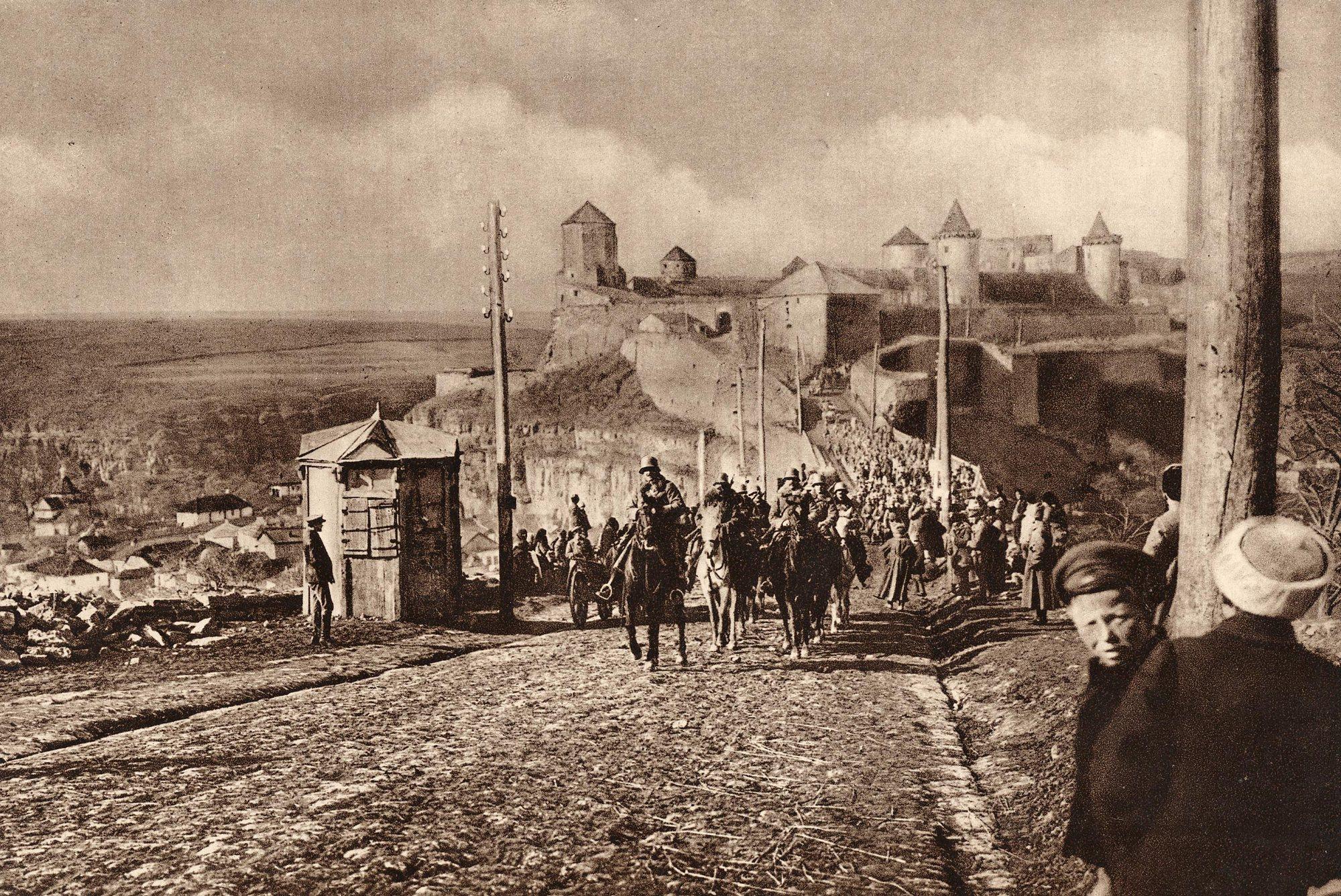 1918. Osztrák-magyar hadsereg bevonulása az ukrán Kamenyec-Podolszkba.jpg
