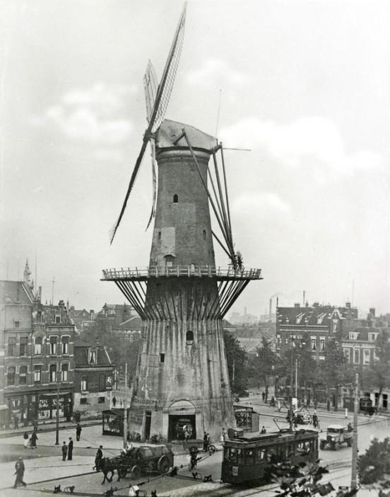 1935 körül. Szélmalom Rotterdam belvárosában..jpg