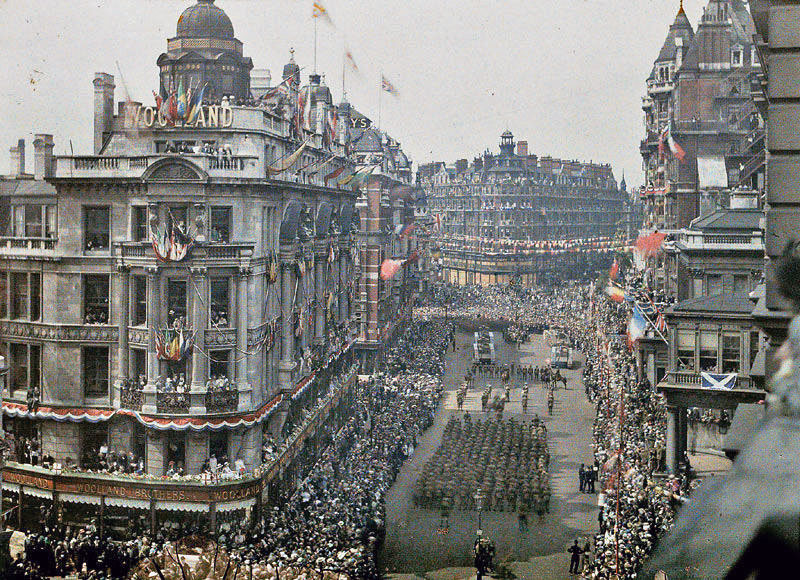 1919_WW1 victory parade, Knightsbridge, London.jpg