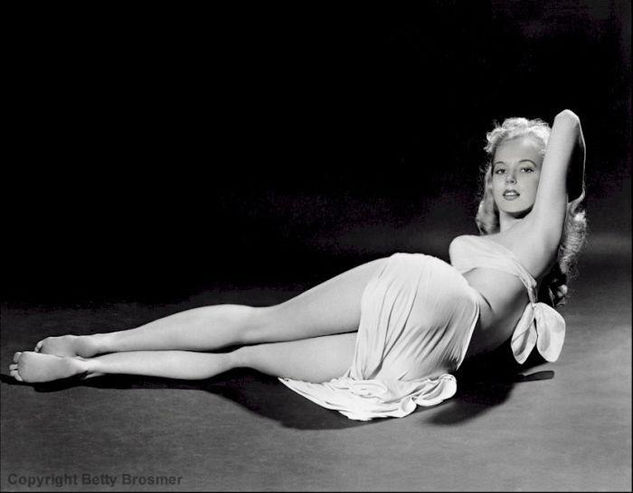1957. Betty Brosmer az első szupermodell.jpg