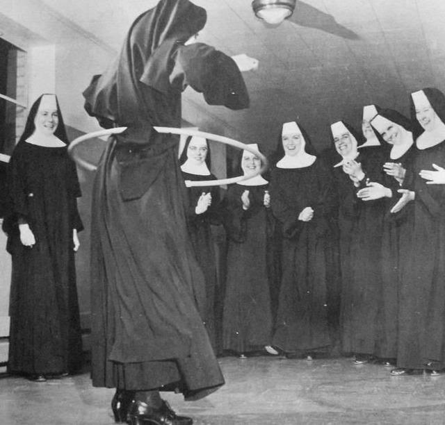 nuns_having_fun_01.jpg