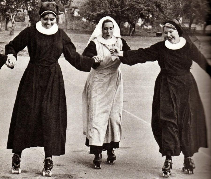 nuns_having_fun_02.jpg