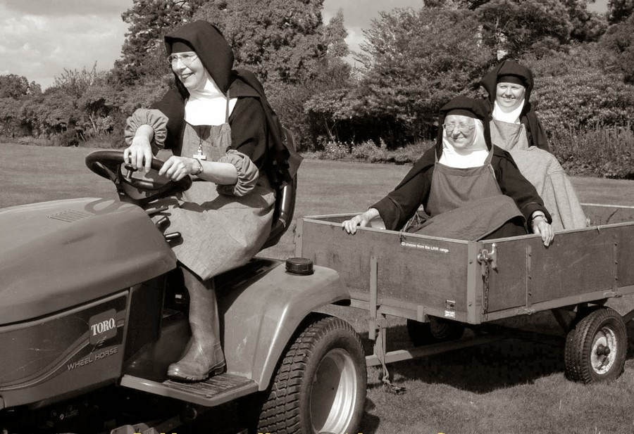 nuns_having_fun_04.jpg
