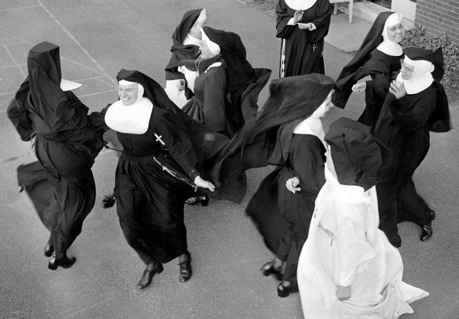 nuns_having_fun_05.jpg
