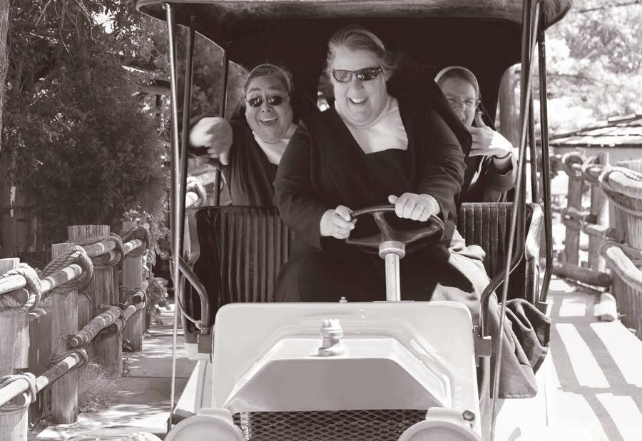 nuns_having_fun_06.jpg