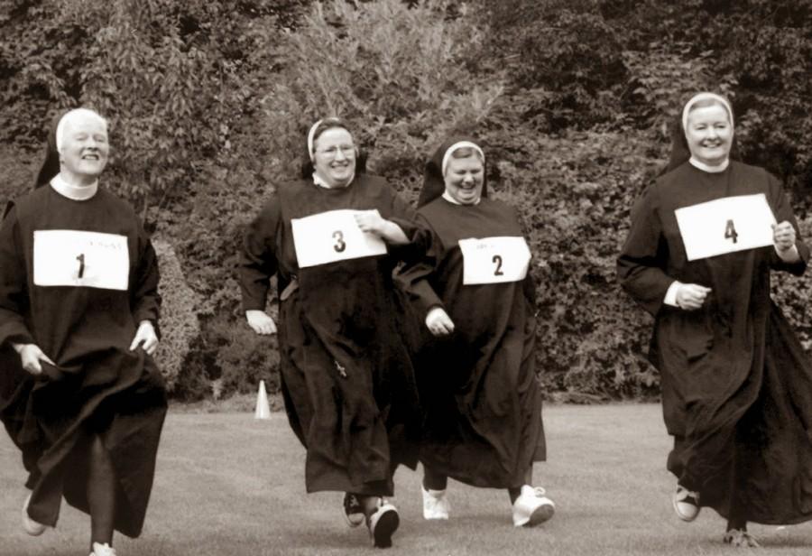 nuns_having_fun_09.jpg