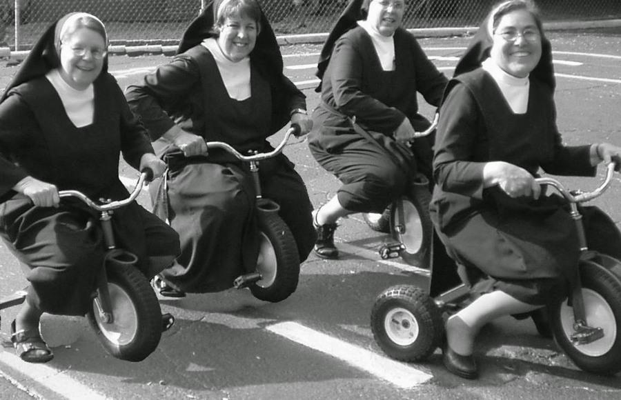 nuns_having_fun_12.jpg