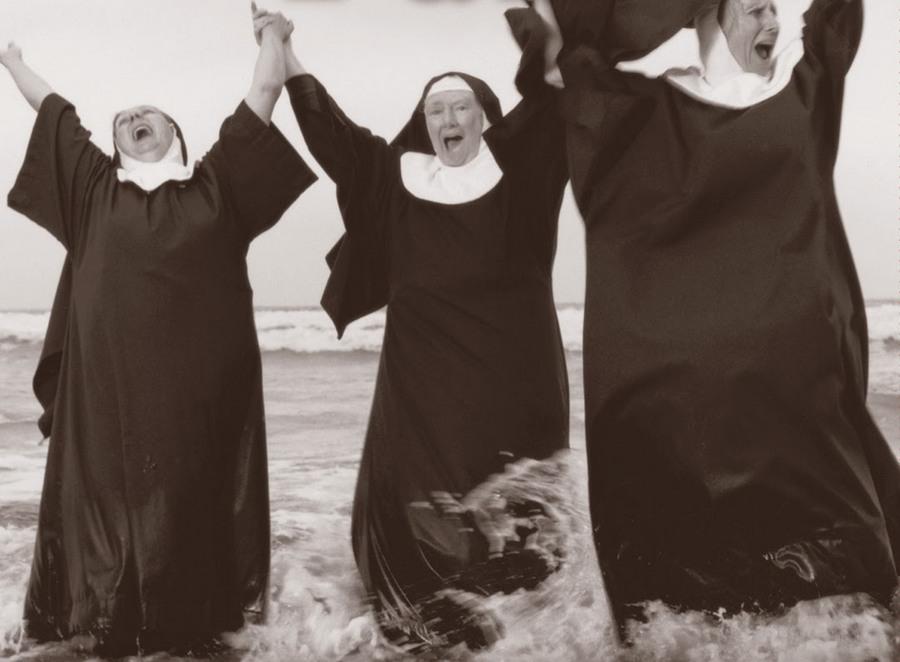 nuns_having_fun_13.jpg