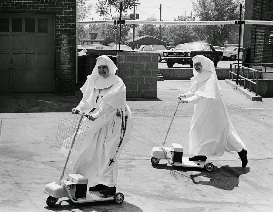 nuns_having_fun_15.jpg