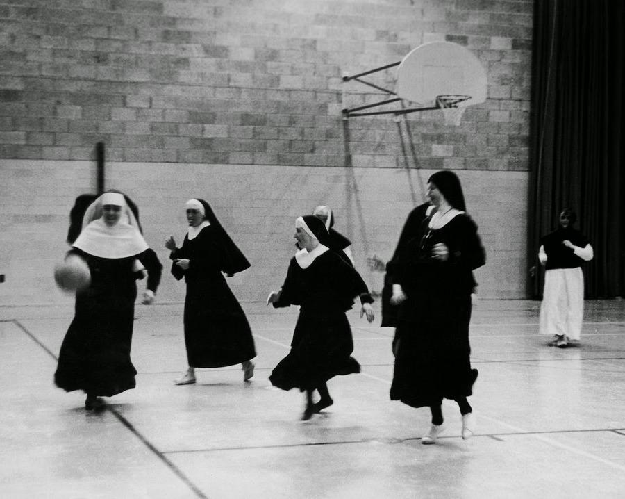 nuns_having_fun_16.jpg