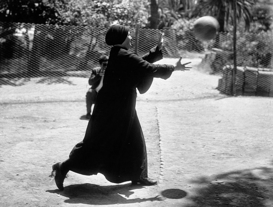 nuns_having_fun_17.jpg